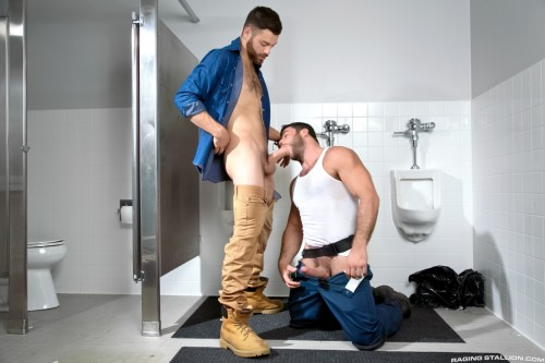 bathroom-gay-sex-mensroom-hookup-grindr